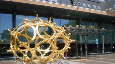 Wikimedia Commons: https://nl.m.wikipedia.org/wiki/Bestand:Barneveld_Guido_Geelen_Ei_2011.jpg